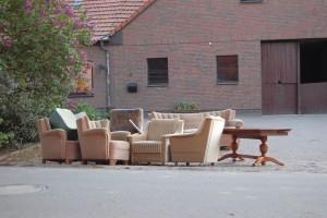 Šiaulių gyventojai skundžiasi, jog žmonės prie konteinerių palieka didelių gabaritų atliekas