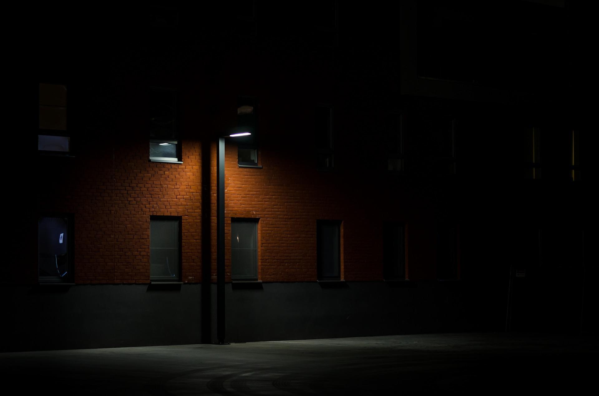 Sukčiai gyventojams skambina apsimesdami pastatų priežiūros specialistais ir taip siekia patekti į jų butus.