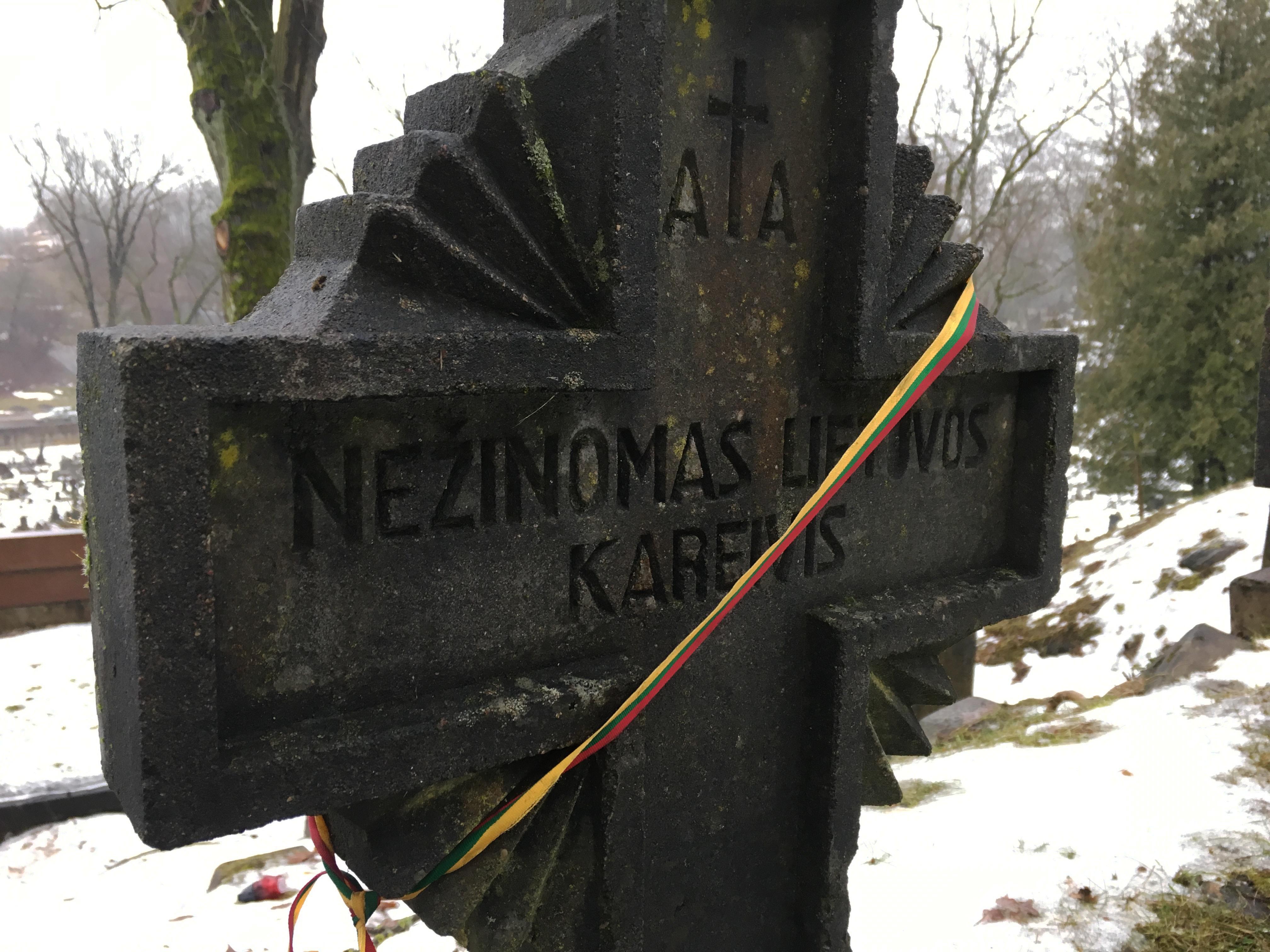Lietuvos piliečiai kviečiami pagerbti Lietuvos kariuomenės savanorių kapus.
