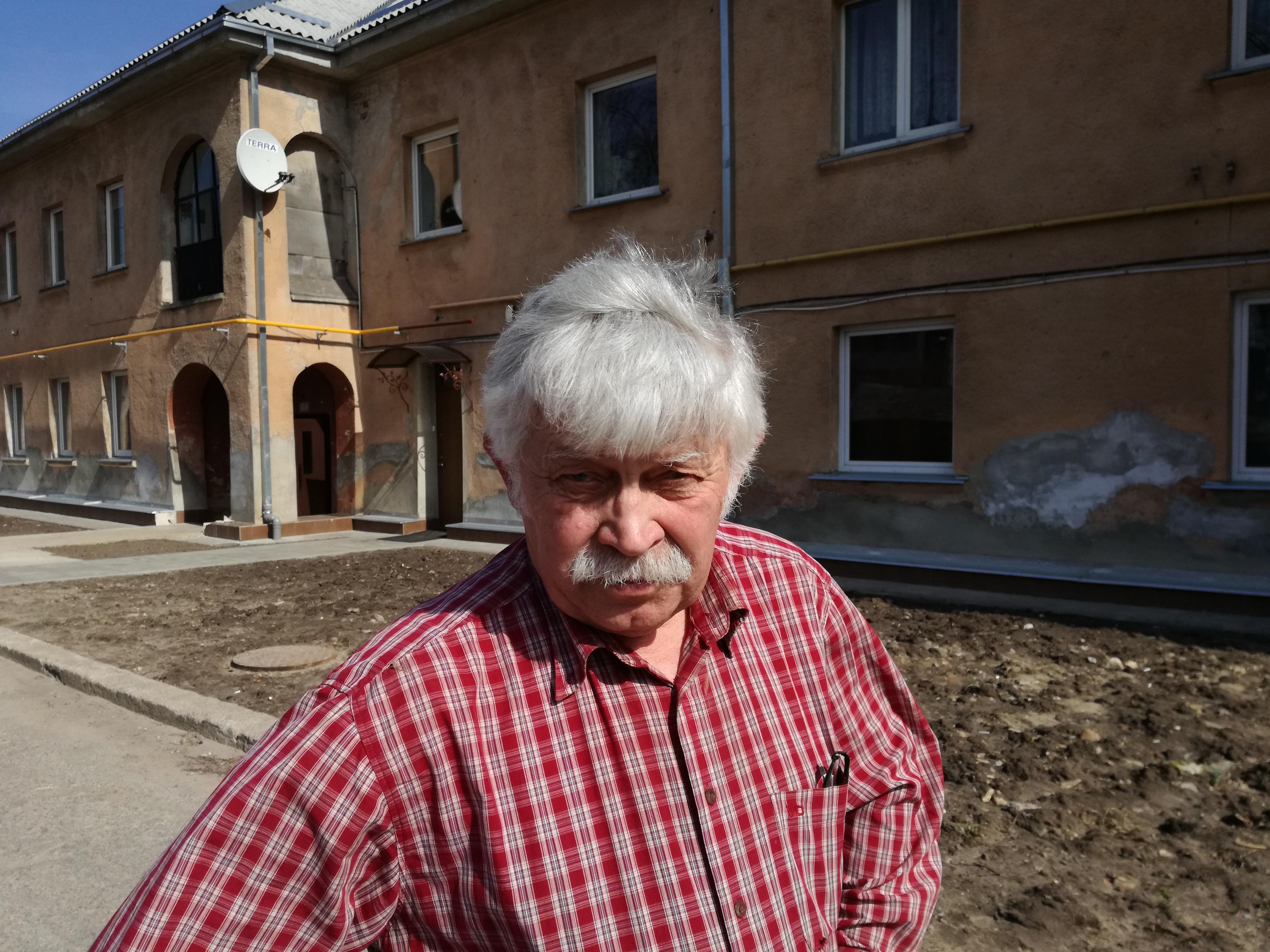 Vasilij džiaugiasi gerai sutariantis su kaimynais, gaunantis iš jų palaikymą