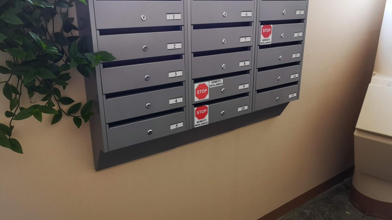 Naujos pašto dėžutės – ne tik malonesnės akiai, bet ir padeda paštininkui greičiau išmėtyti korespondenciją